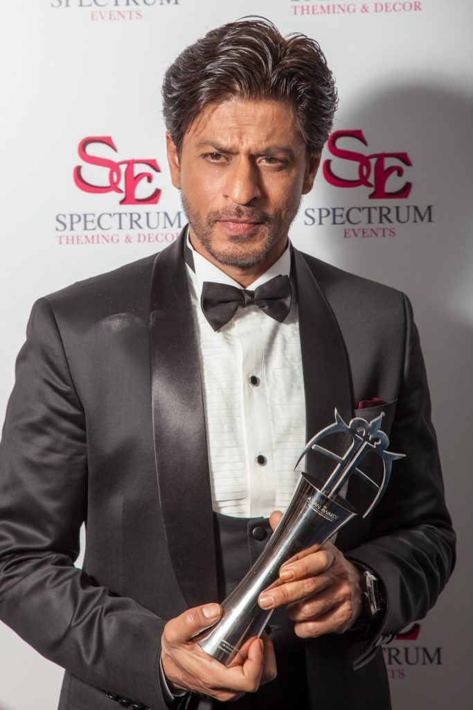 shah-rukh-khan-award-2-photo-credit-areez-charania